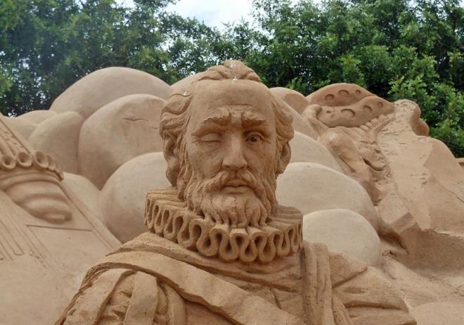 "Portugiesischer Nationaldichter Luís de Camões als ""Sandman"" (Sandskulpturenfestival in Pêra 2014)"