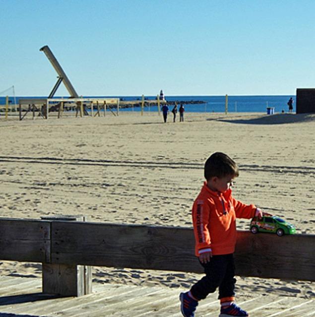 Algarve_Kind am Strand im Januar