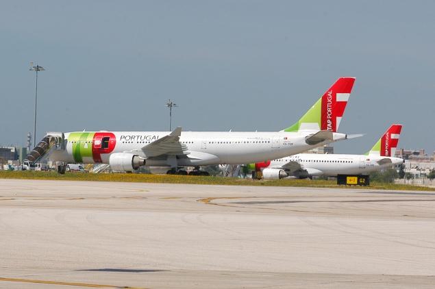 CS-TOF_A330_at_Airport